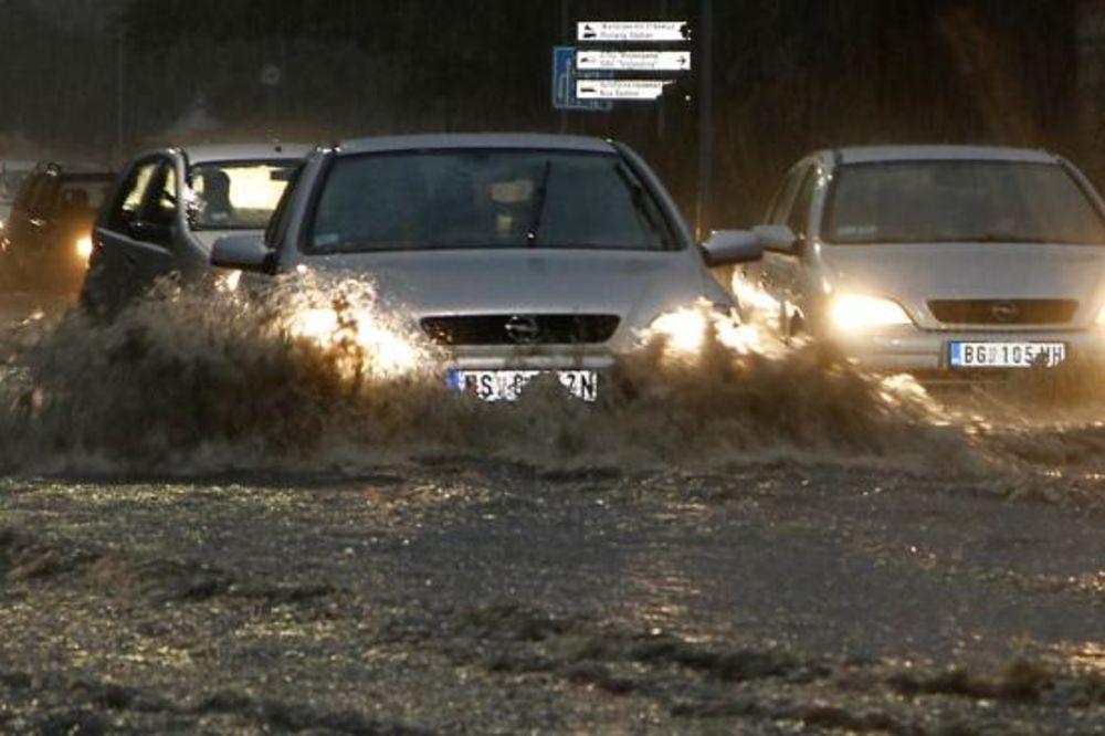VODA NAPADA NOVI SAD: Pola grada poplavljeno, bujice teku ulicama!
