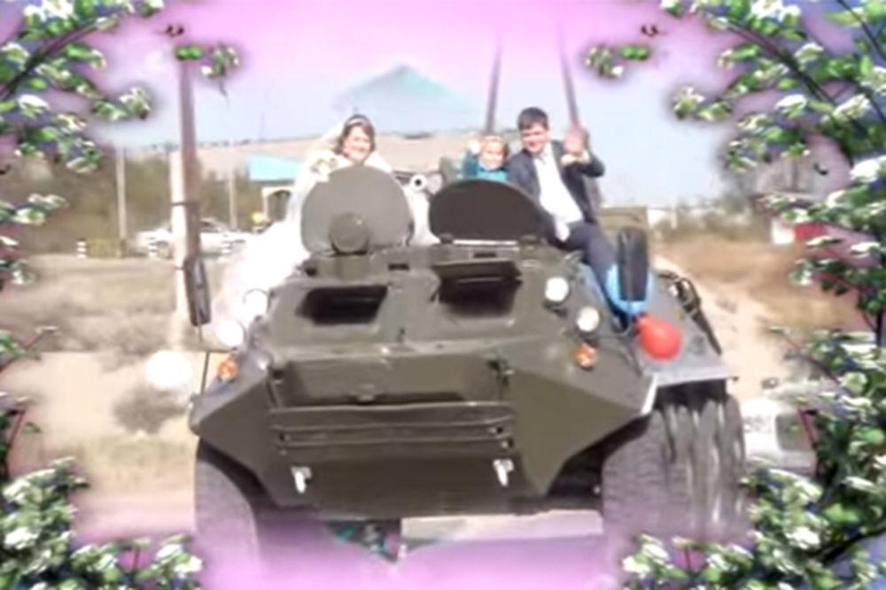 RUSKE AGENCIJE NUDE NEZABORAVNO VENČANJE: Na svadbu u oklopnom transporteru!