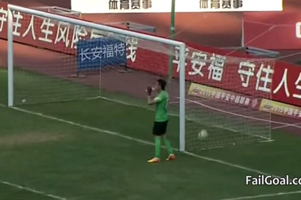 (VIDEO) Neviđena glupost kineskog golmana o kojoj bruji ceo svet