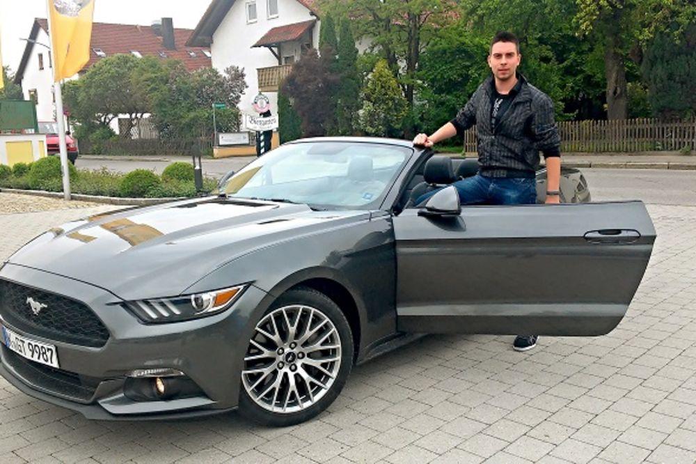 KO SME PASTUVU NA CRTU: Kurir za volanom novog mustanga u Minhenu!