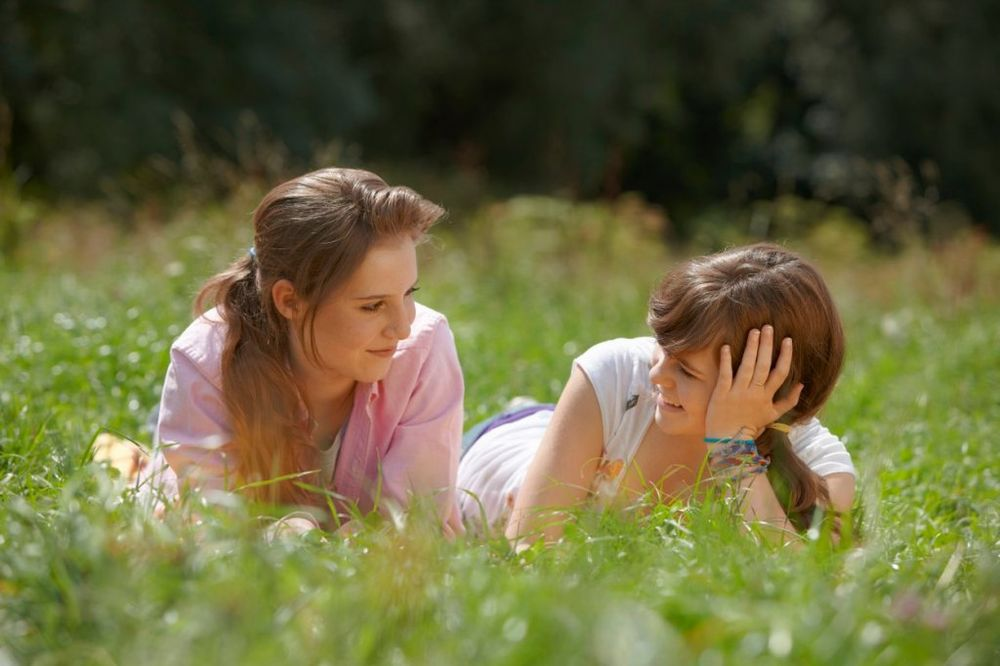 NAJBOLJI POKLON OD RODITELJA: 8 razloga zašto je dobro imati stariju sestru