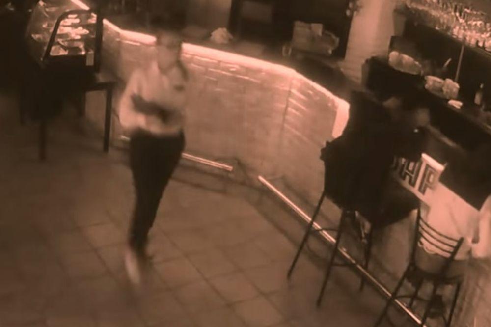 (VIDEO) U OVAJ RESTORAN VIŠE NEĆE DOĆI: Pokušao da uhvati konobaricu za zadnjicu, ona ga prebila!