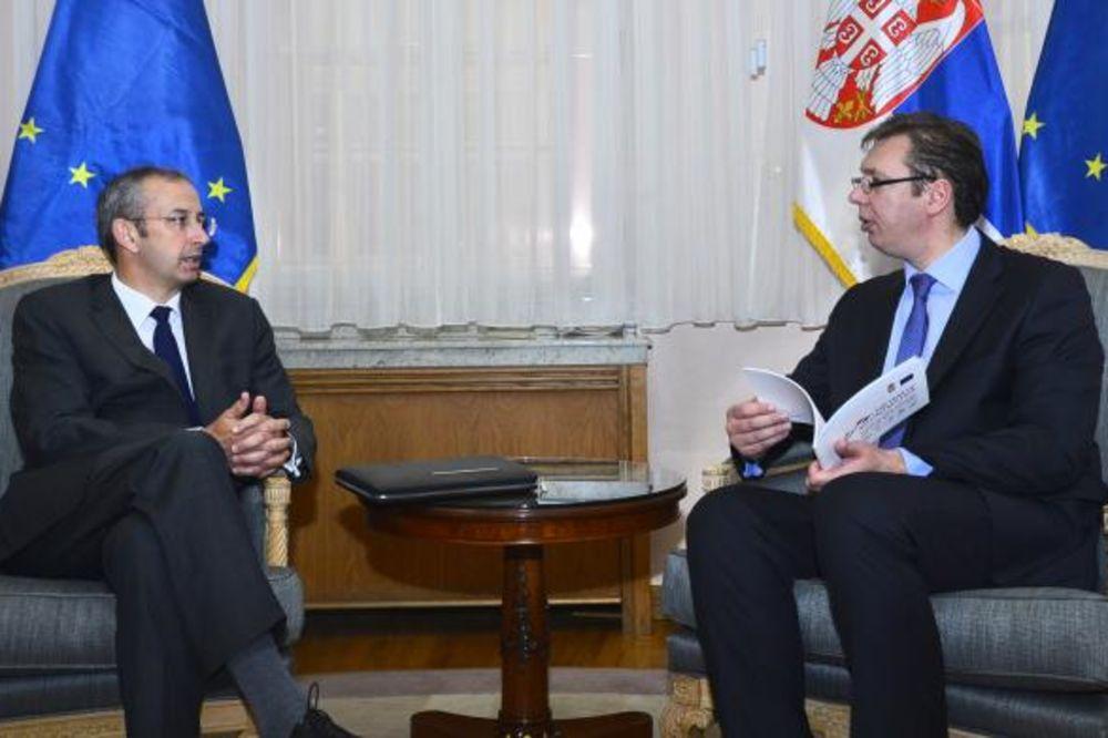 Devenport: EU veoma poštuje Vladu Srbije