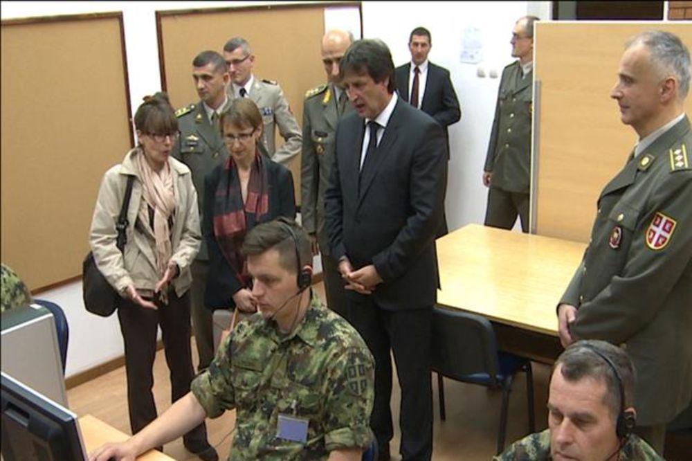 Gašić sa ambasadorkom Moro obišao Centar za simulacije
