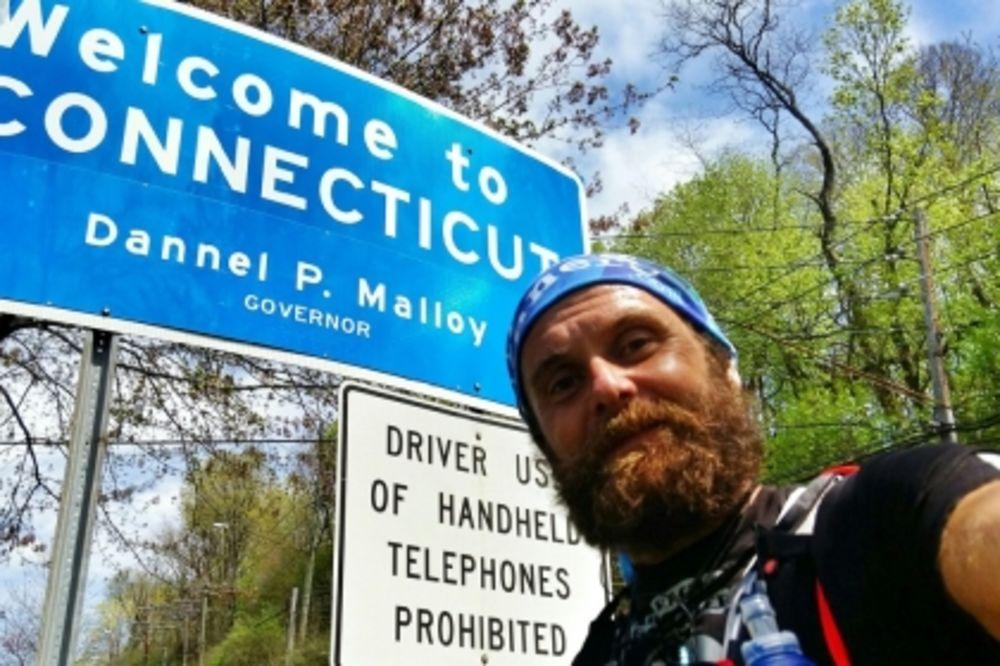 UPOZNAJTE PRAVOG FORESTA GAMPA: Čovek koji je pretrčao Ameriku za 114 dana!
