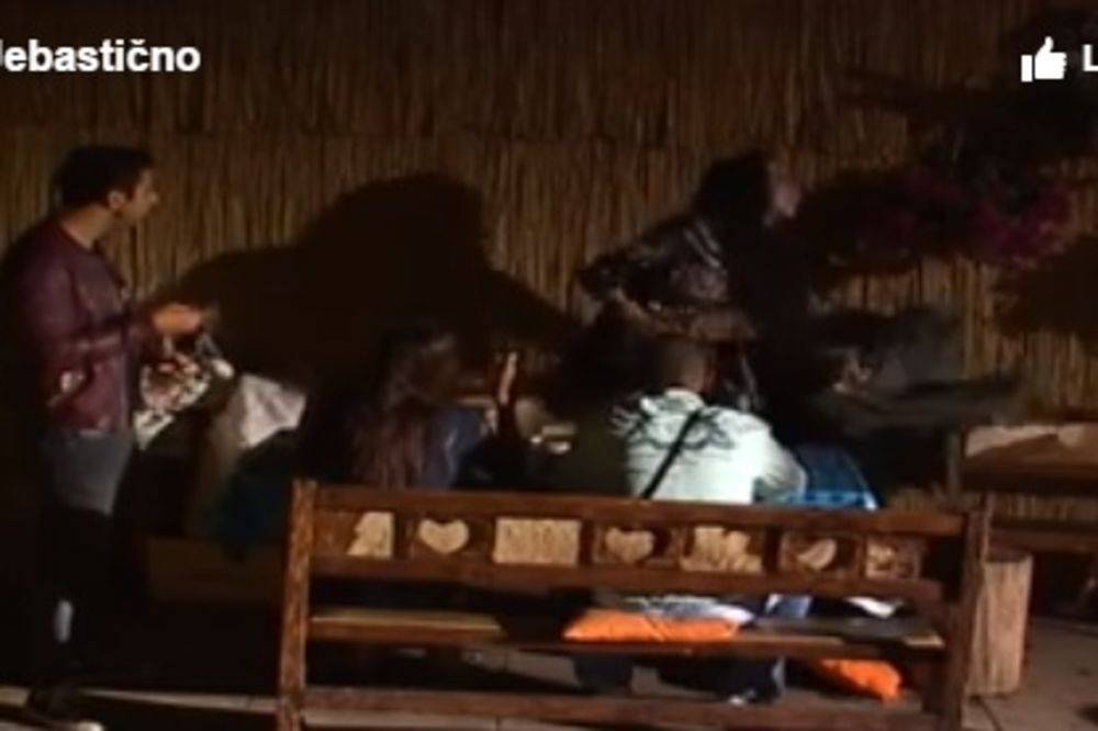 (VIDEO) FIZIČKI OBRAČUN U PAROVIMA: Mimi prvo vređala Šaviju, a zatim je udarila!