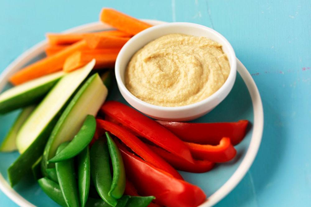 Povrće punjeno humusom