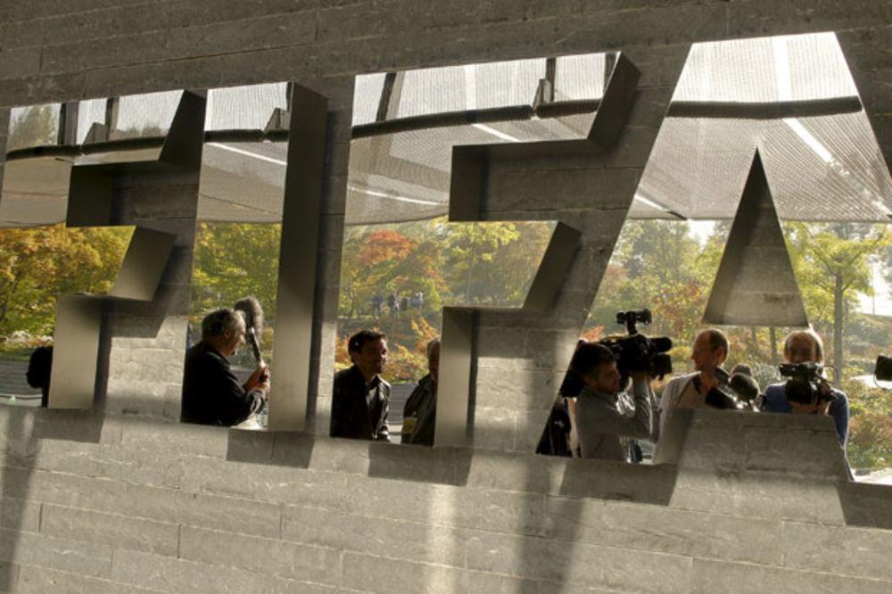 (VIDEO) MUNJEVITA AKCIJA: Švajcarska policija u saradnji sa FBI uhapsila nekoliko čelnika FIFA-e!