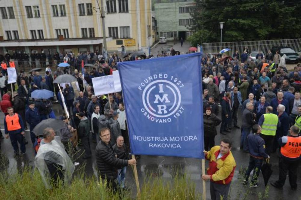 FOTO PROTEST RADNIKA IMR: Blokiran Rakovički put, tramvaji 3 stoje