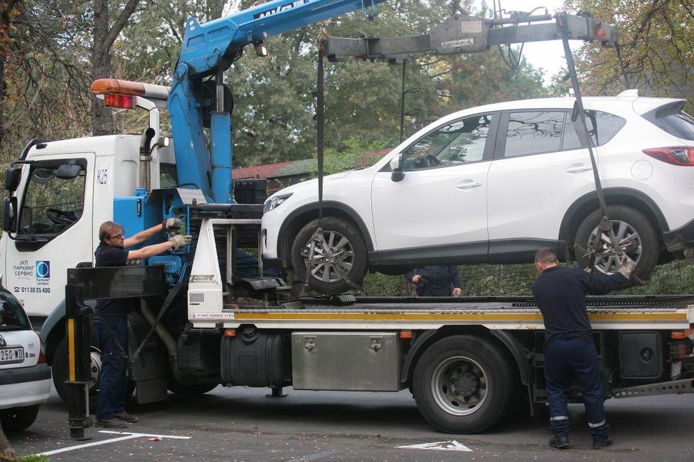 A OD ŠEFA BATINE: Pretukao radnika NS Parking servisa jer nije ustao dok su razgovarali?!