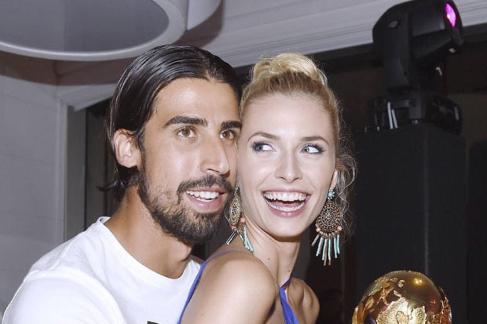 (VIDEO) OČARALA IH: Zbog seksi Lene navijači traže da Kedira dođe u Juventus