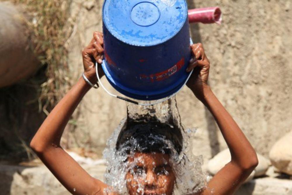(VIDEO) POČEO POMOR ZBOG VRUĆINA: Toplotni talas ubio 160 ljudi u Indiji