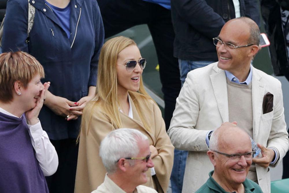 (FOTO) PUCA OD ZADOVOLJSTVA: Novakova Jelena šarmirala sve na Rolan Garosu