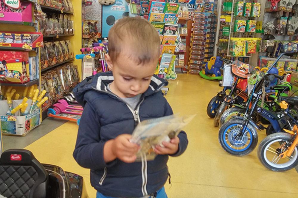 AKCIJA KURIRA, PERTINIJA I NEXTA U NOVOM SADU: Najlepši dečji osmesi prilikom uzimanja igračke!