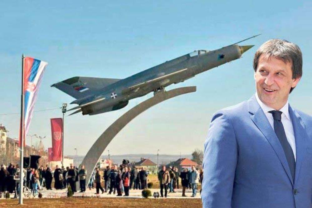 ČITAJTE U KURIRU LUDILO MOZGA: Gašić oteo državni avion od 45.000 evra!
