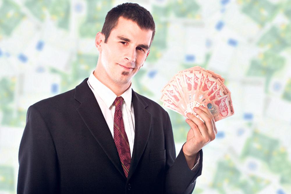 OGROMNE RAZLIKE: Direktorske plate veće od radničkih 650 odsto!
