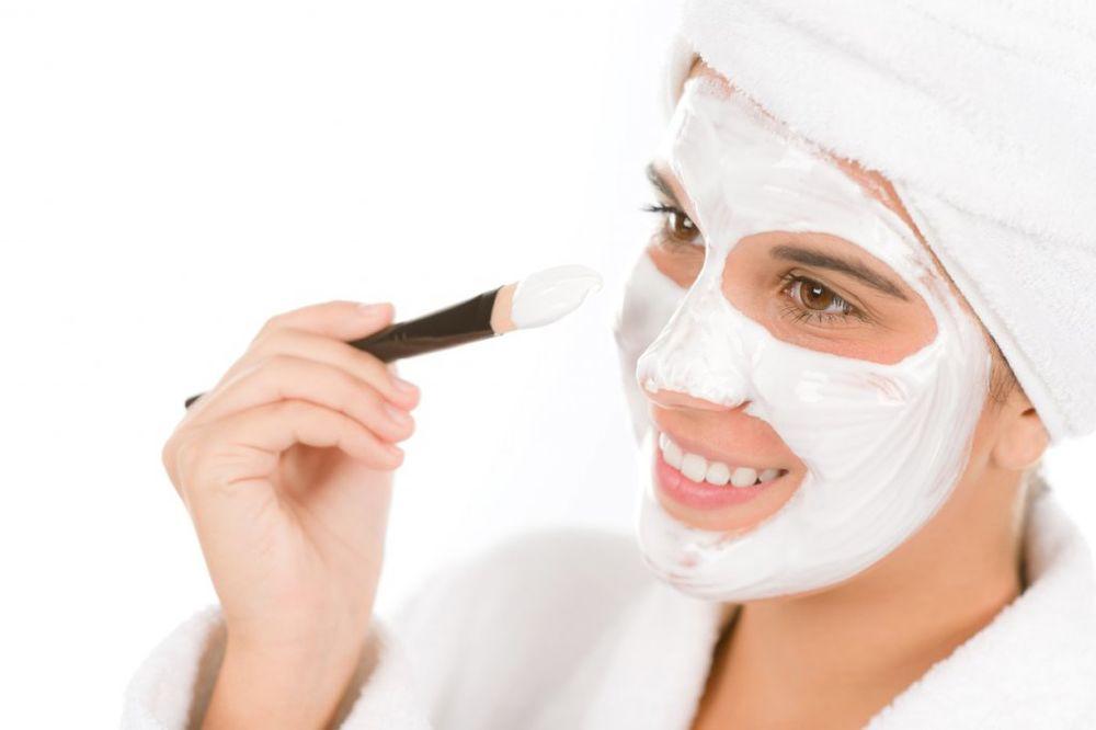 DOMAĆA KREMA ZA LICE: Napravite hidrantnu masku od samo 3 sastojka!
