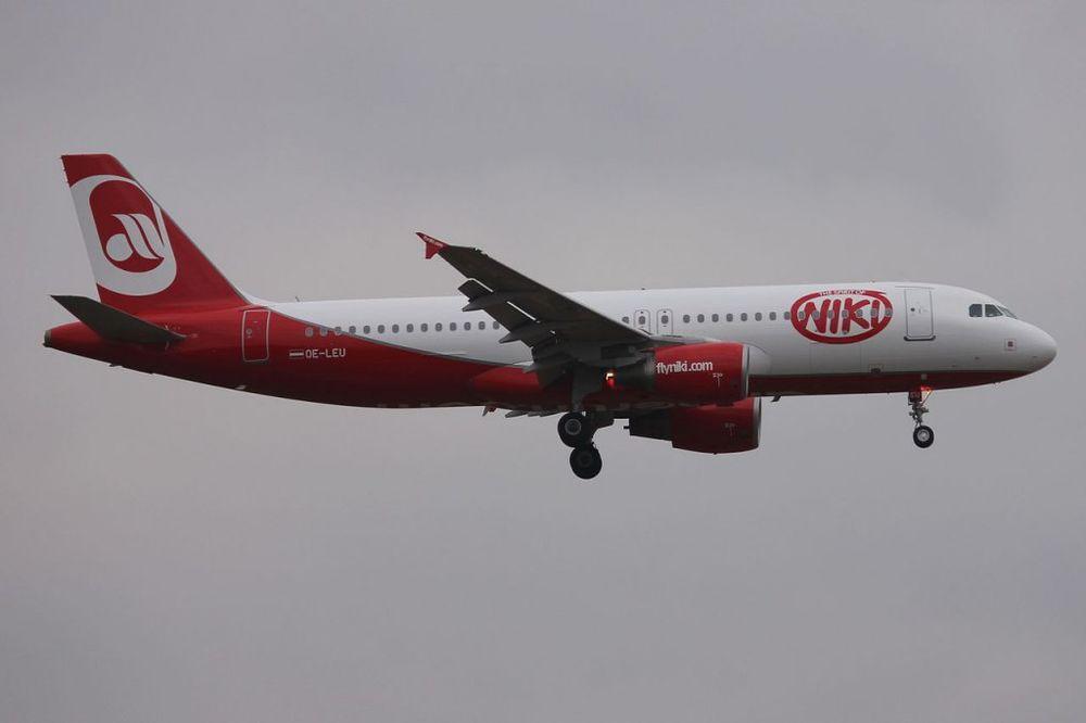 DRAMA IZNAD GRČKE: Ptica uletela u motor austrijskog aviona, prinudno vraćen u Atinu!