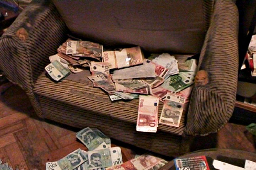 (VIDEO) ODNELI 2 MILIONA DINARA: Ovako su uhapšeni naoružani pljačkaši banke u Beogradu!