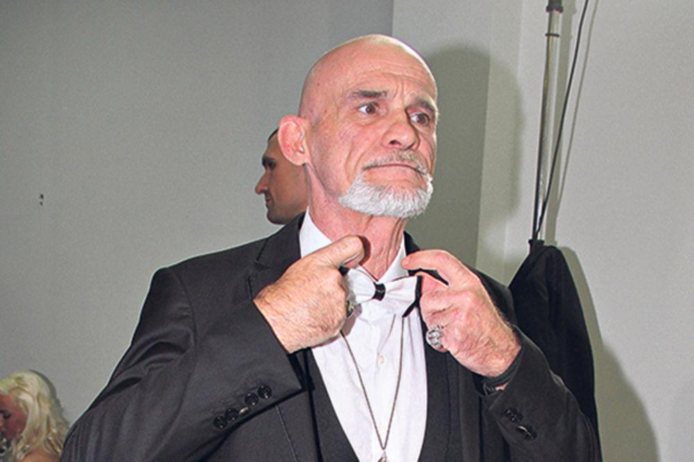TABADŽIJA: Vita Tarot isprebijao čoveka u kladionici!