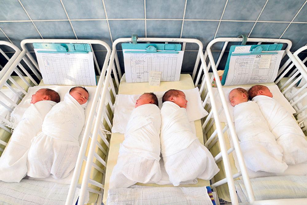 JADNO: Političari oteli bebi novac jer je sa sela!