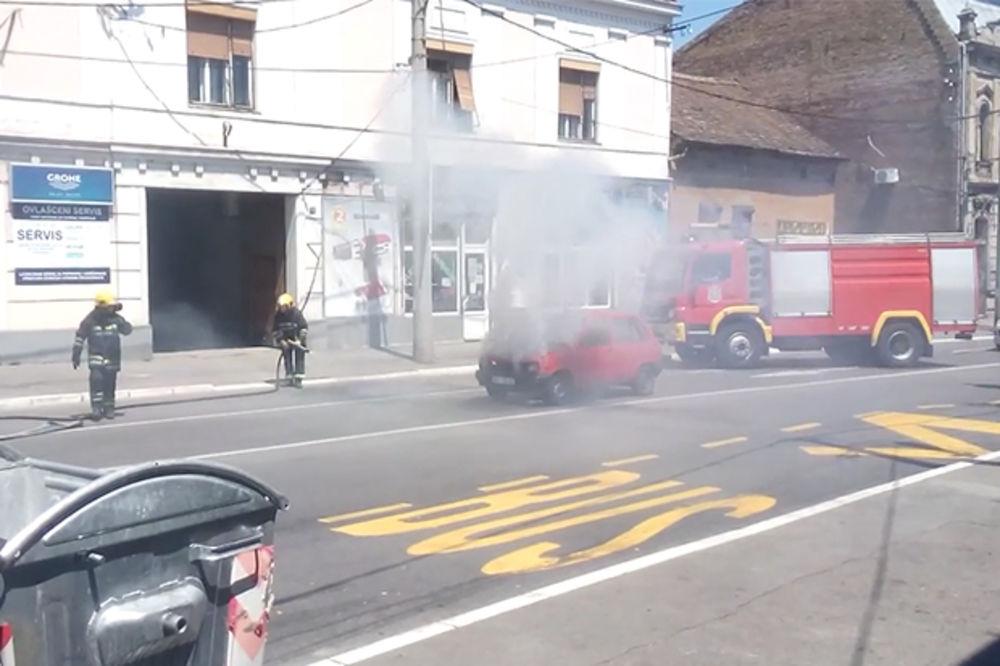 VIDEO POŽAR U ZEMUNU: Izgoreo suzuki u Ivićevoj ulici