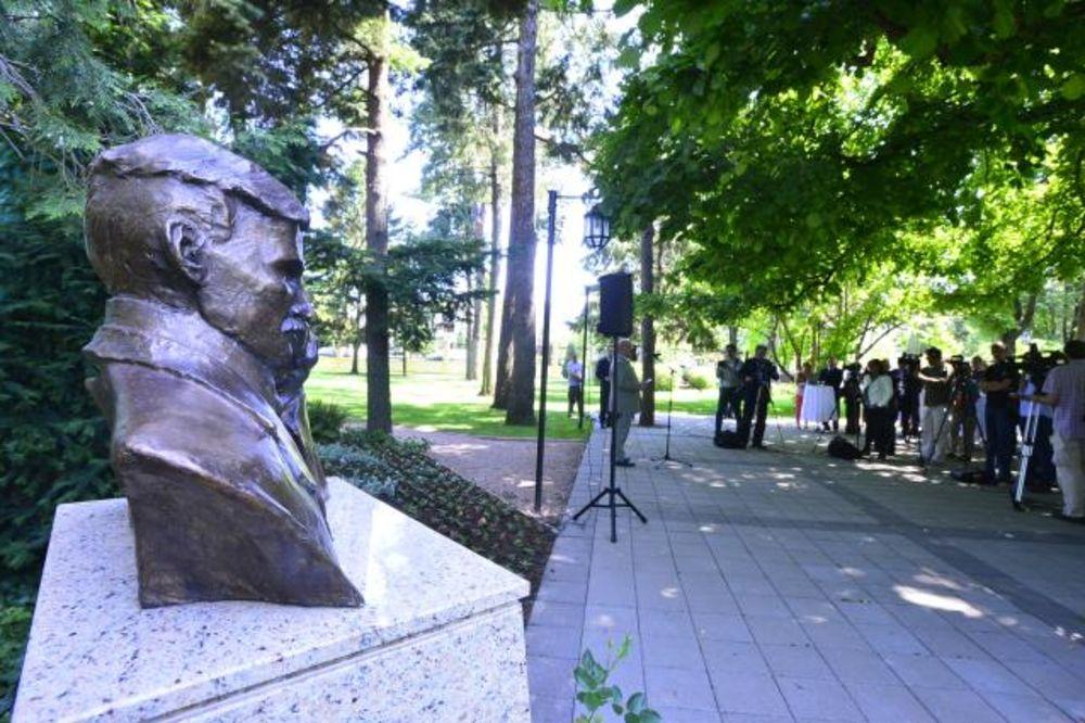 OTKRIVENA BISTA: Otkrivena statua Nikole Tesle u rezidenciji ambasadora SAD