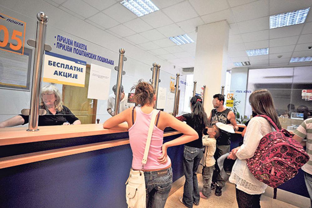 NISU PREPOZNALE MINISTRA: Radnice pošte nisu htele da isplate novac Vujoviću bez lične karte