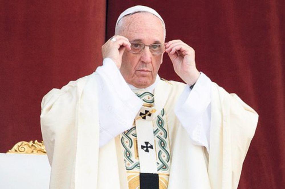Papa Franja: Velike sile ćutale dok su Jevreju ubijani u Aušvicu