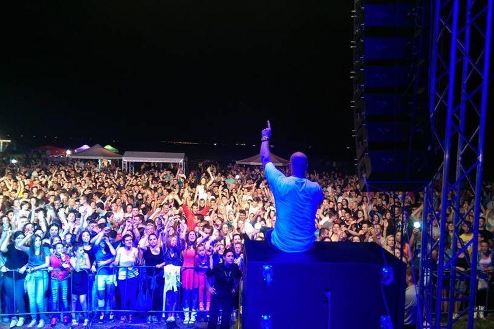 (VIDEO I FOTO) Boban Rajović u Sremskoj Mitrovici pred više od 10.000 ljudi!