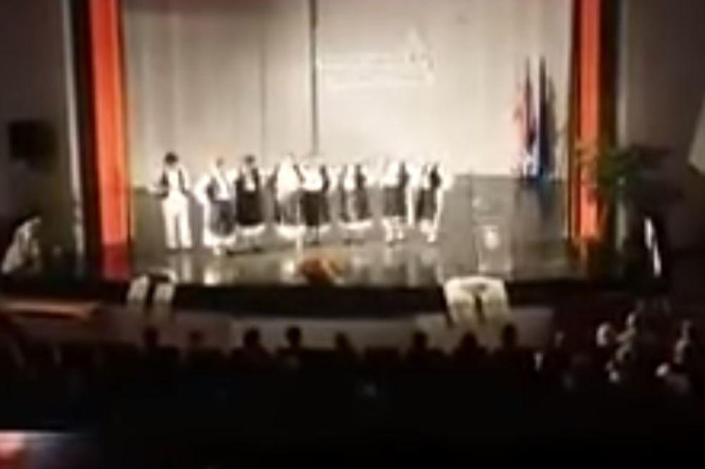 BRANITELJI PREKINULI FESTIVAL OJKAČE: Od srpske nošnje priviđa im se četnička uniforma! (VIDEO)