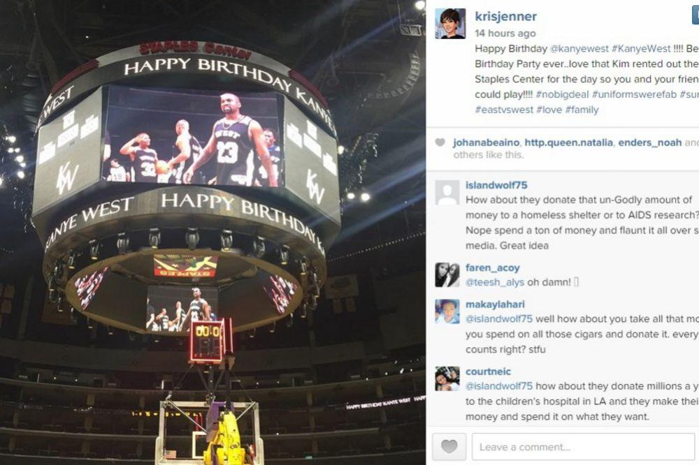 (FOTO) KAKO SE SLAVI ROĐENDAN: Kim Kanjeu zakupila celu košarkašku dvoranu