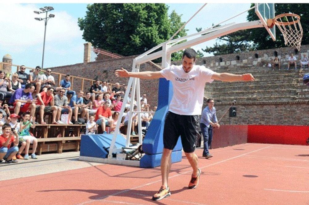 (FOTO) PROBAO NOVU OPREMU: Evo kako Kaliniću stoji dres Fenerbahčea