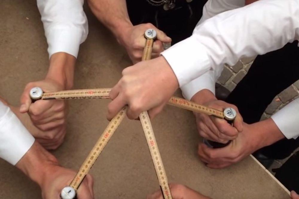 (VIDEO) NA KOJI NAČIN VI OTVARATE PIVO: Evo kako to rade Švajcarci