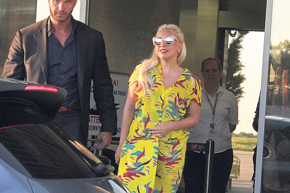 OBMANA: Ledi Gaga prevarila fana!