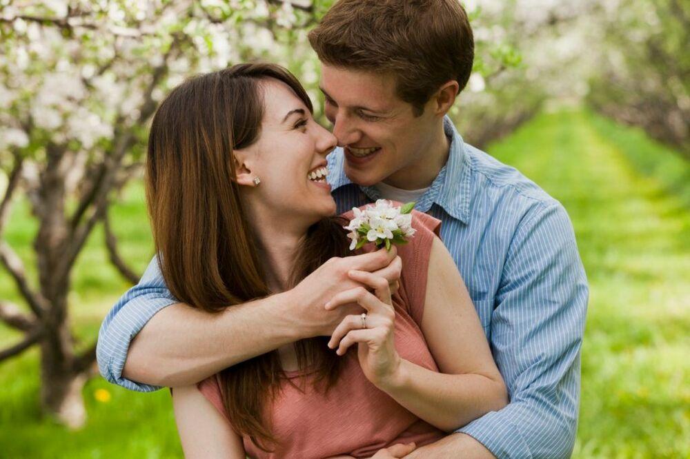 NAJLEPŠE LJUBAVNE IZREKE IZ CELOG SVETA: Srce puno ljubavi uvek je mlado...