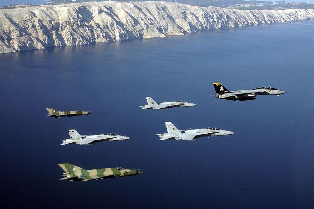 MIGOVI PRESRELI AMERIČKI C-17: Hrvatska podigla borbene avione iznad Like!