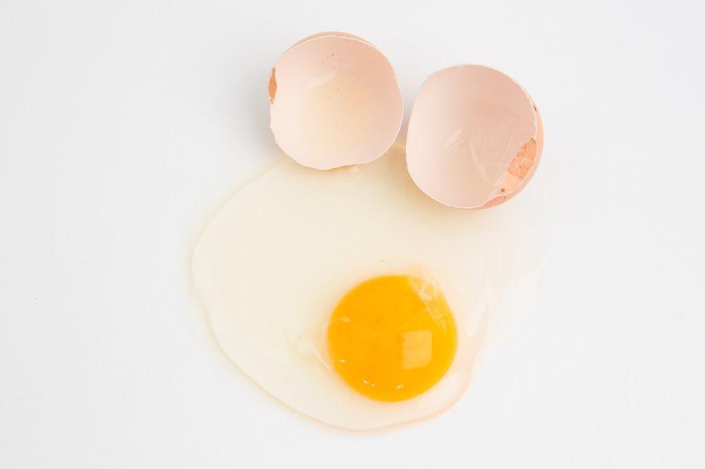 ČUVAJTE SE TROVANJA PO VRELIM DANIMA: 5 načina da utvrdite da li je jaje sveže