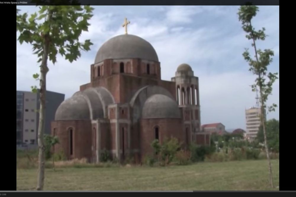 NOVO SKRNAVLJENJE SVETINJE: Vežbali planinarenje na Hramu Hrista spasa u Prištini