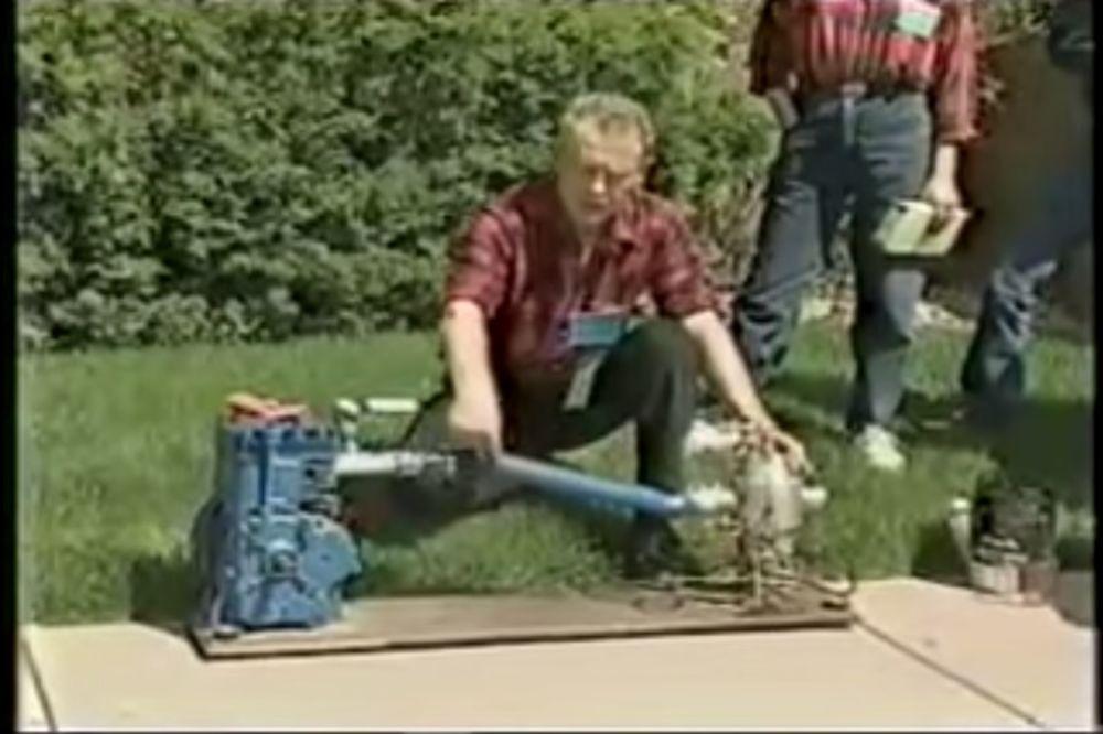 (VIDEO) OVAJ ČOVEK JE NAPRAVIO MOTOR NA VODU: Naftaši su ga onda strpali u ludnicu
