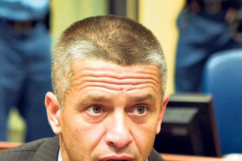 IZRUČEN BOSNI: Naser Orić sleteo u Sarajevo