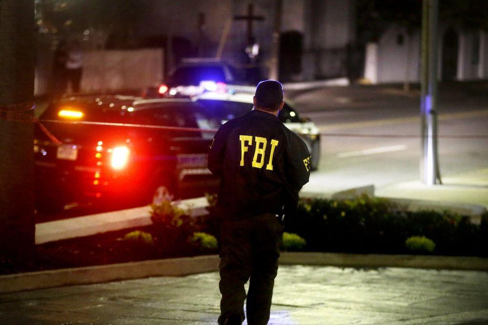 PUCALI U TINEJDŽERE ISPRED KLUBA NA FLORIDI Dve osobe poginule, 16 povređeno! Jedan napadač priveden