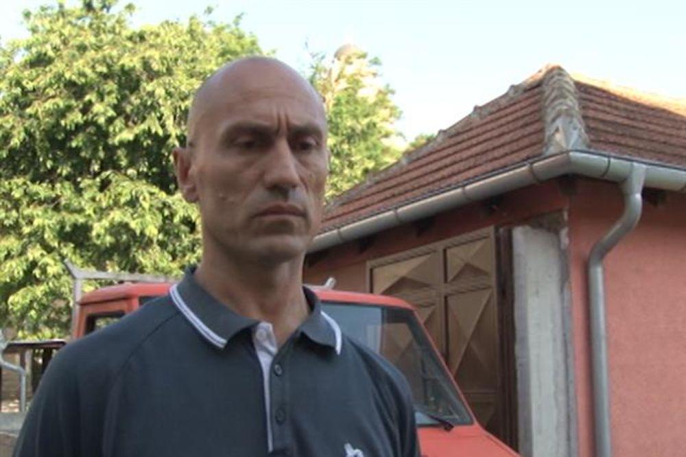 (FOTO) OTIMAJU SRPSKE KUĆE: Petočlana porodica Ilić iz Kosovske Mitrovice izbačena na ulicu!