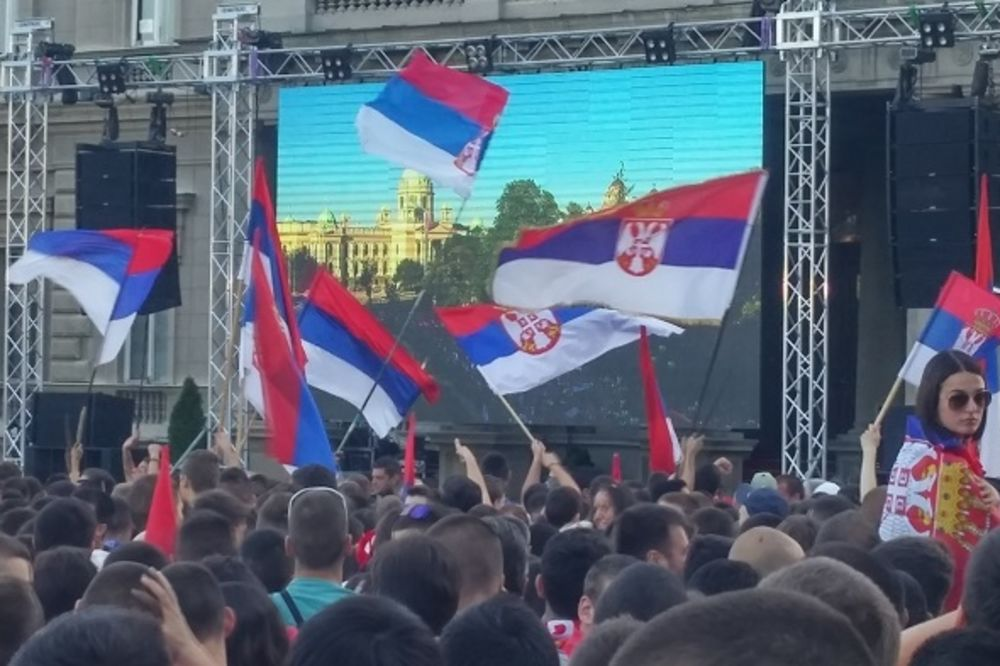(VIDEO) NAVIJAČI NA DOČEKU ORLIĆA SKANDIRALI: Kosovo je srce Srbije!