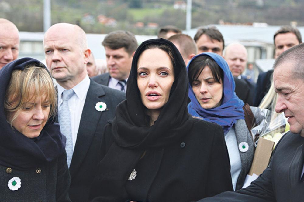 BESTIDNO: Anđelina Džoli opet napada Srbe