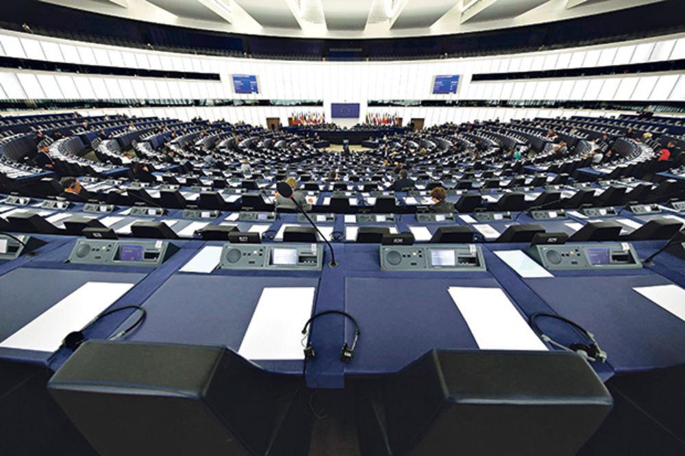 POSLANICI EP IZ FRANCUSKE: Ne puštajte Srbiju u EU dok se ne okane Kosova