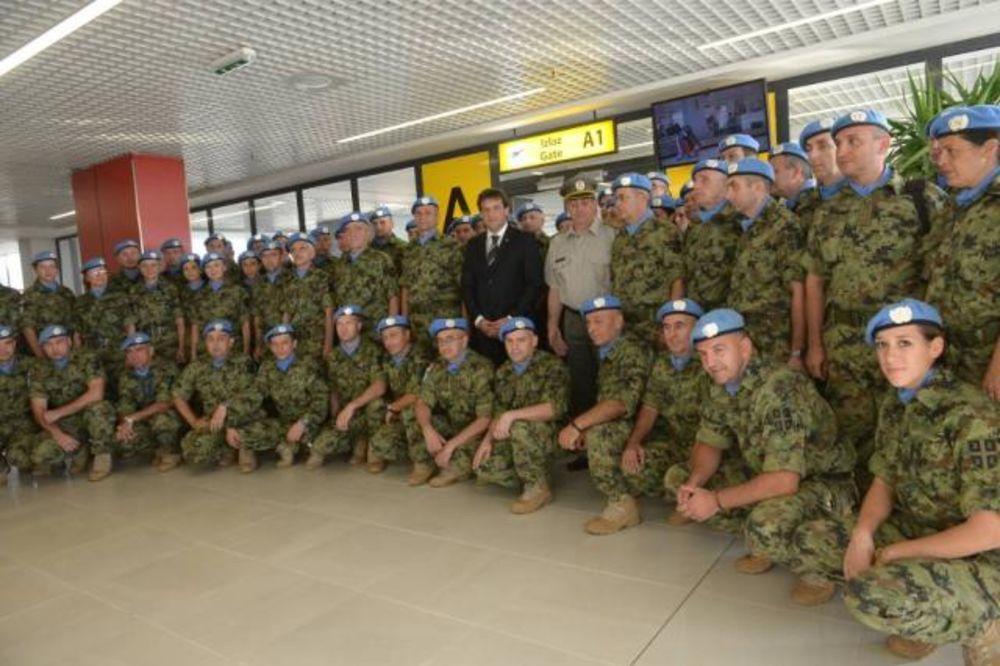 DOČEK NA AERODROMU: Srpski mirovnjaci stigli iz Centralnoafričke Republike