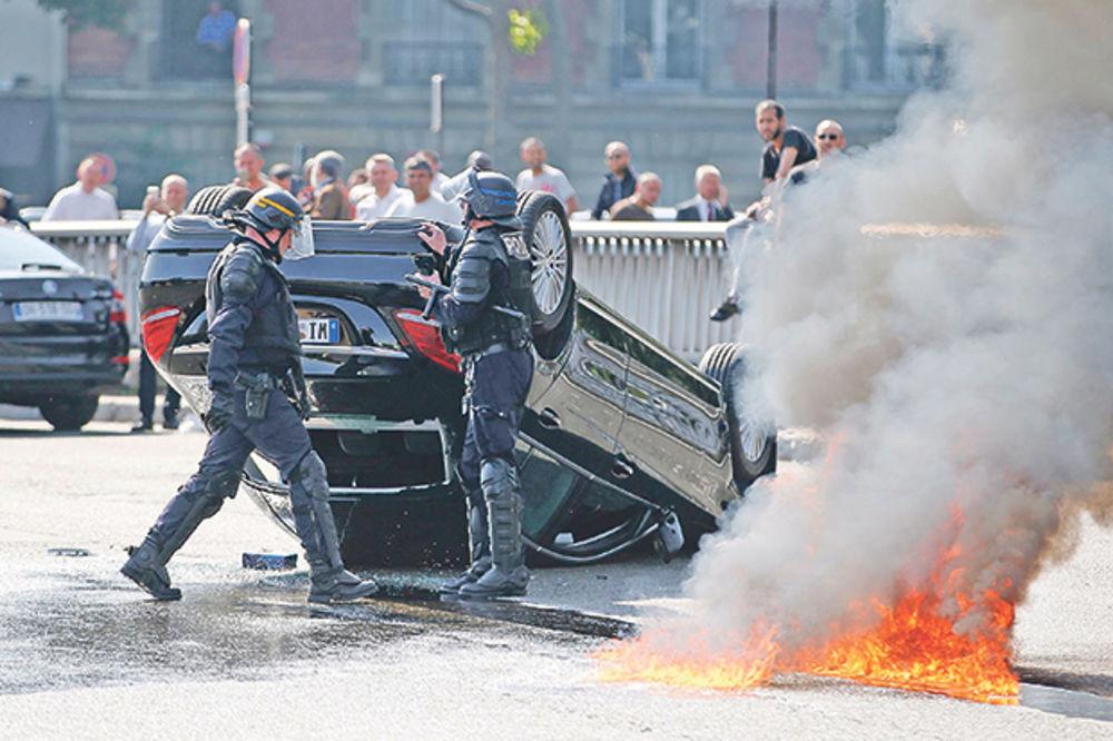 BUNA U FRANCUSKOJ: Taksisti zapalili Pariz!