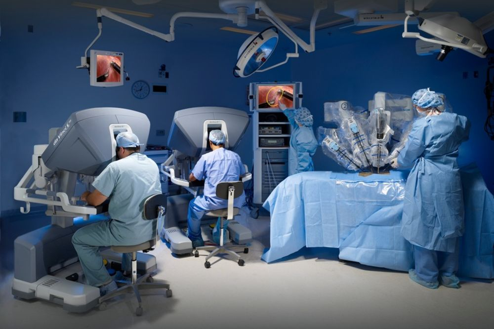 У московској болници кичму оперише хирург-робот