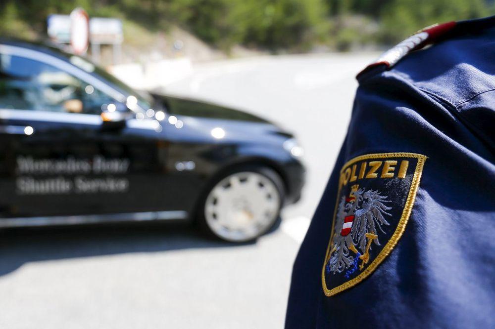 KARAMBOL U KLAGENFURTU: Bežeći od policije uništio svoj i slupao 4 tuđa automobila!